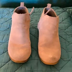 Tom's Low suede ankle boots, wheat colored size 9